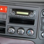 radio, máy nghe nhạc và cụm điều khiển hệ thống điều hòa nhiệt độ