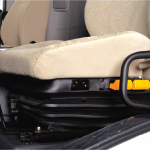 Ghế hơi giúp giảm xóc và giảm chấn tốt, có thể tuỳ chỉnh tư thế ngồi. Tạo cảm giác êm ái, thoải mái cho tài xế (Option)